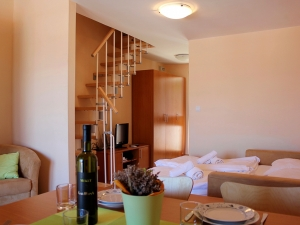 ulika-four-bed-apartment-gallery-02